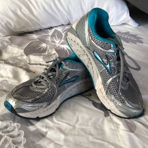 Size 6 Brooks shoes   Teal and gray in color